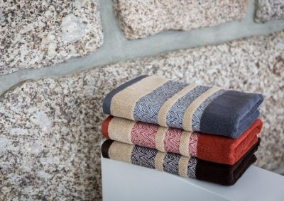 'Chevron' towels in terra colours